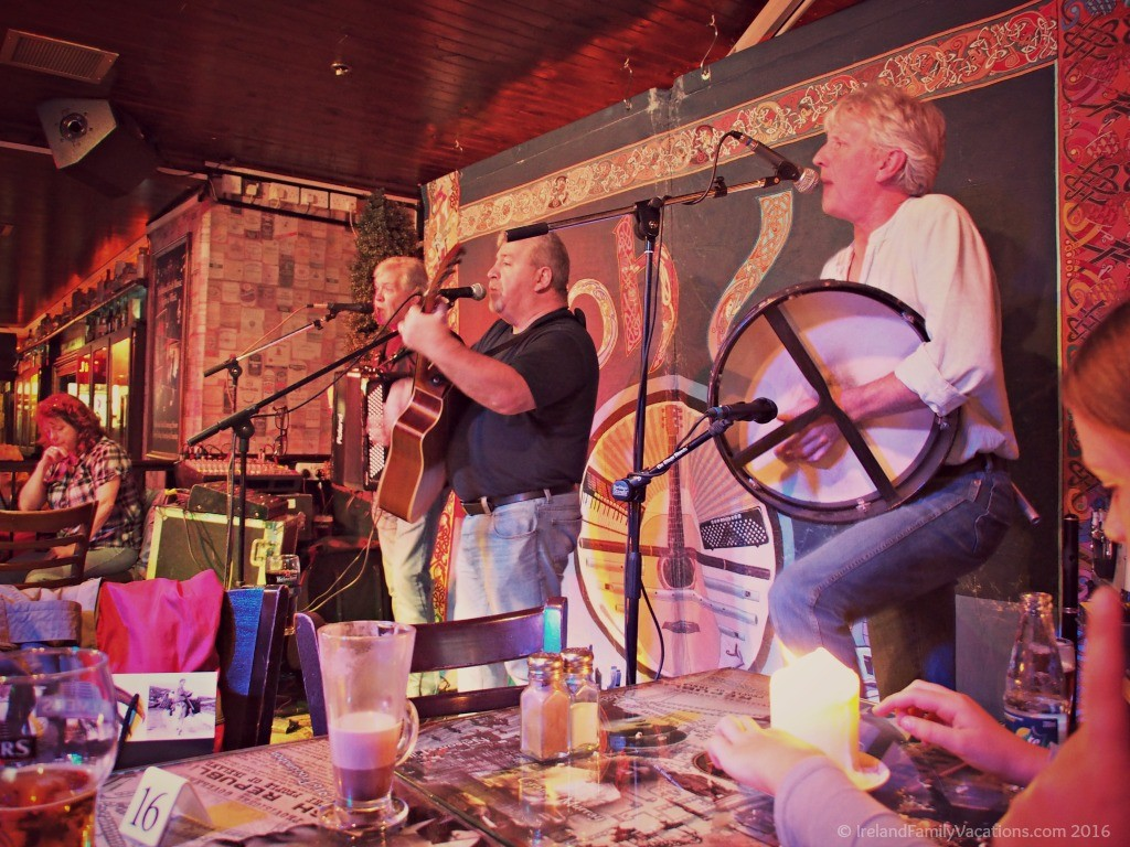 Live music in a Dublin pub | Enjoying the Music of Ireland
